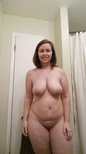Любительские снимки зрелой мамки с секс игрушками
