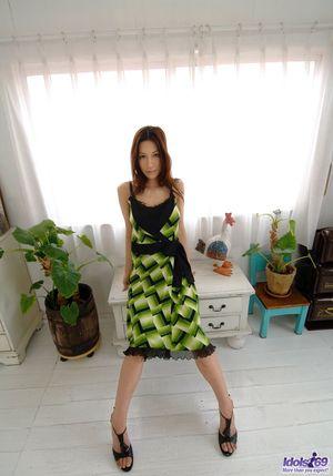 Худенькая азиатка с натуральными дойками 3 фото