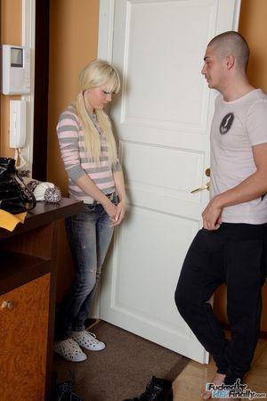 Пришла к русскому соседу за анальным сексом 0 фото