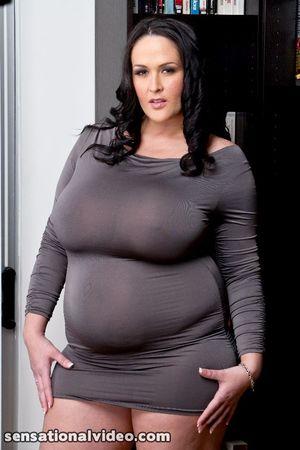 Carmella Bing с пышными формами 4 фото