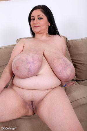 Темноволосая толстуха с огромной грудью с венами. 12 фото