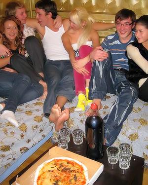 Встреча друзей переросла в групповуху 1 фото