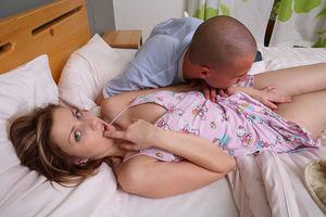 Красивый утренний секс молодой пары 9 фото