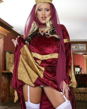 Королева женской красоты с большими буферами 1 фото