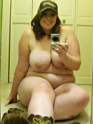 Полные девушки с шикарными дойками делают фото 0 фото