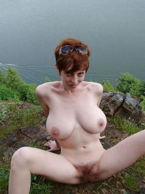 Рыжая стерва и ее секс игрушки. 7 фото