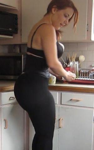 Женщина с огромным задом 5 фото