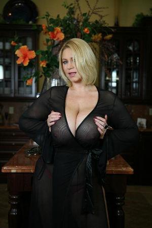 Зрелая блондинка с большими сиськами 4 фото