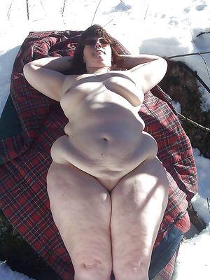 Толстые женщины с маленькими сиськами делают любительское фото 9 фото