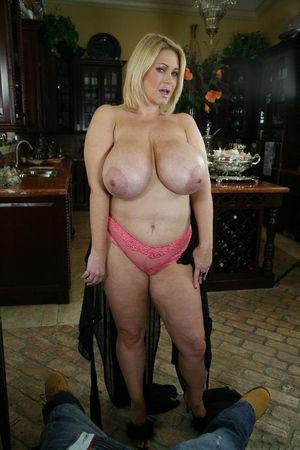 Зрелая блондинка с большими сиськами 3 фото