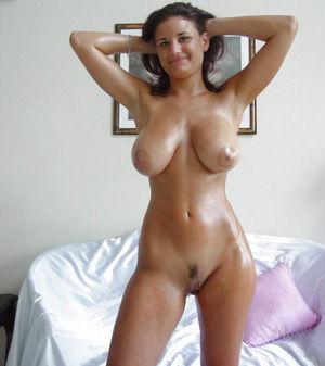 Ухоженные девушки с натуральными грудями