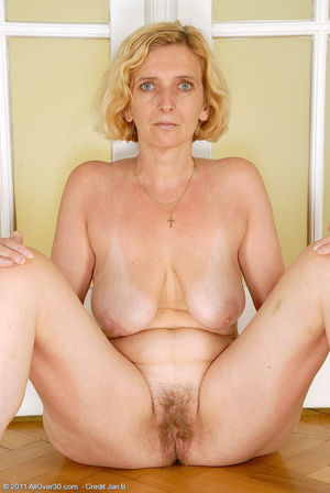 Фото голой бабки с волосатой мандой. 4 фото