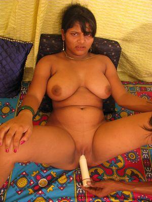 Индийская шмара с красивой грудью трахается 7 фото