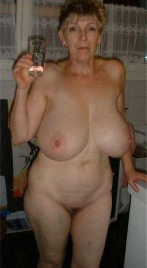Эротические фотографии голых бабушек 11 фото