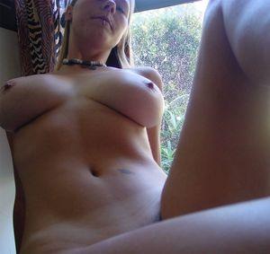 Молоденькая блонда с большими сиськами 15 фото