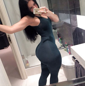 Rosee Divine обладательница огромного зада и широких бедер. 2 фото