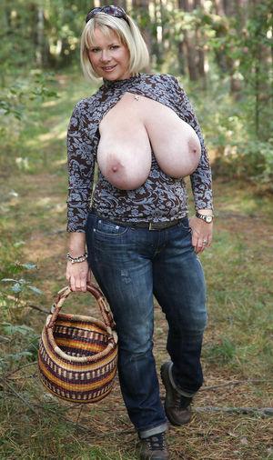 Тетка с огромными буферами 3 фото