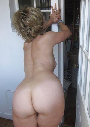 Фотосессия голой бабули с большим задом 8 фото