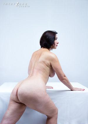 Дамочка показала свое прелестное тело 5 фото