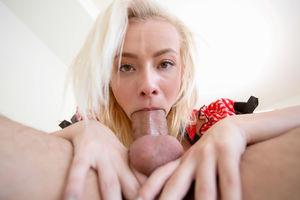 Худая блондинка забрызганная спермой 7 фото