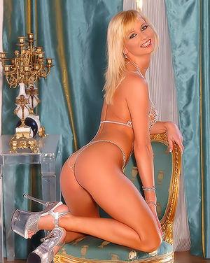 Самая сексуальная блондинка в обнаженном виде 5 фото