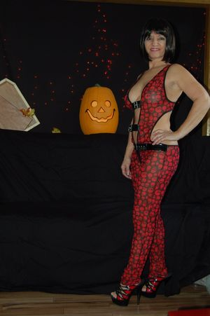 Фото зрелых дамочек на Хэллоуин. 6 фото