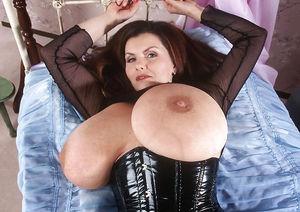 Milena Velba в черном латексном корсете 3 фото