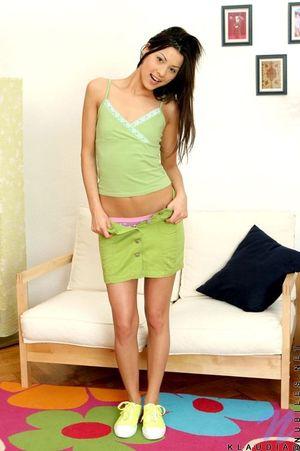 Молоденькая 20-летняя Анюта показала худенькое тело на фото 4 фото