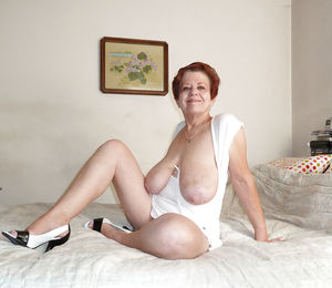 Бабуля не стесняясь обнажилась 5 фото