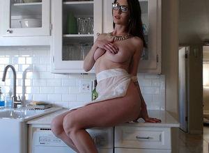 Домохозяйка и секс игрушка