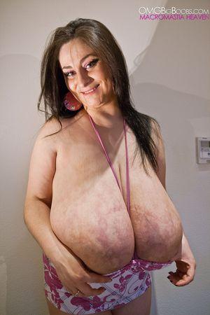 Тетка с огромной грудью 8 фото