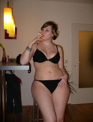 Фото задастой девки с сигаретой. 5 фото