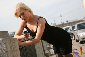 Русский парень трахнул очко блонды в чулках 3 фото
