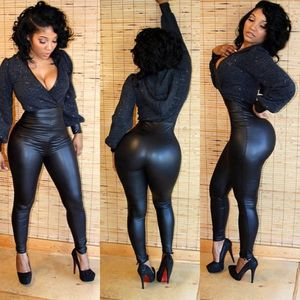 Красивая темнокожая девушка с классным задом 10 фото