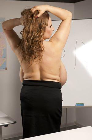 Училка с большими грудями любит фантазировать 9 фото