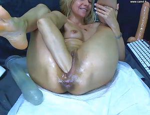 Зрелая дама с растянутыми дырками. 11 фото