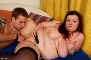 Толстая баба скачет на молодом члене 7 фото