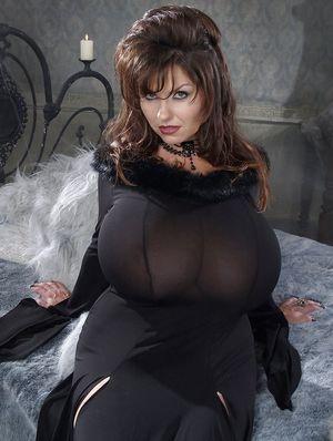 Огромные буфера зрелой дамы