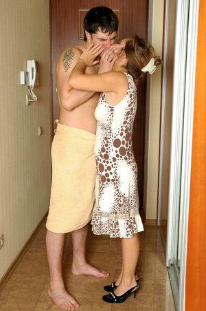 Парень трахает зрелую мадам. 9 фото
