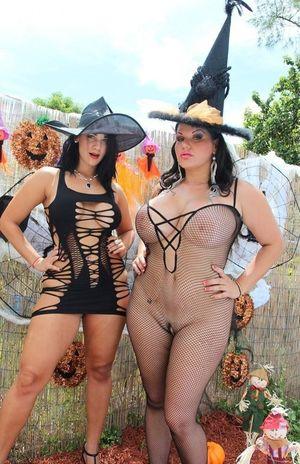 Фото зрелых дамочек на Хэллоуин. 2 фото