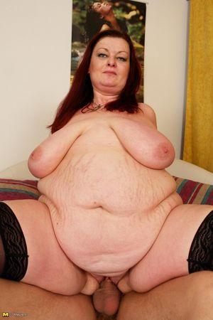 Толстая баба скачет на молодом члене 8 фото