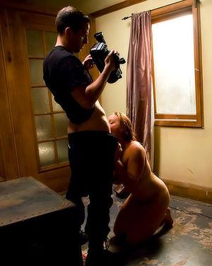 Сисястая девушка с пирсингом на пизде пробует БДСМ 11 фото