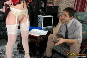 Секретарша без трусиков соблазнила босса 6 фото
