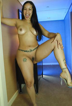 Латинская мама с широкими бедрами 3 фото