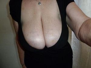 Добротная бабуля с отвисшими грудями. 3 фото
