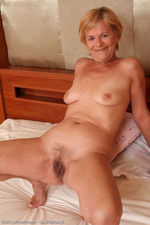Одинокая старушка с волосатой пиздой 6 фото