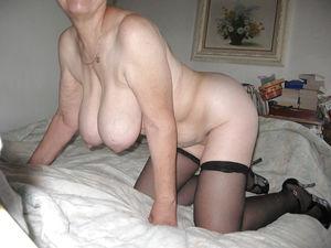 Добротная бабуля с отвисшими грудями. 8 фото