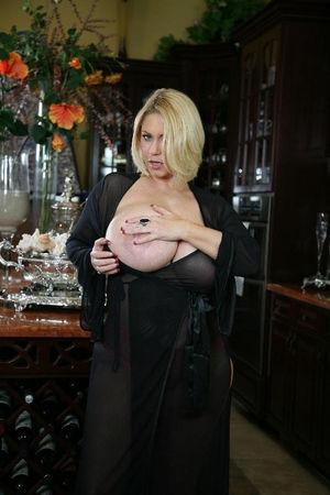 Зрелая блондинка с большими сиськами 6 фото