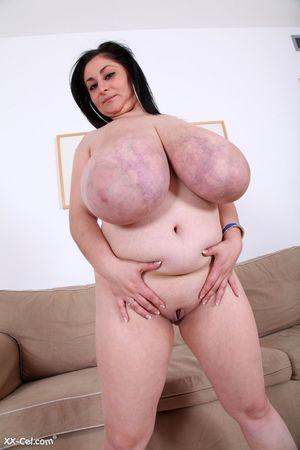 Темноволосая толстуха с огромной грудью с венами. 11 фото