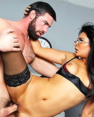 Страстный секс врачей на ночном дежурстве. 12 фото